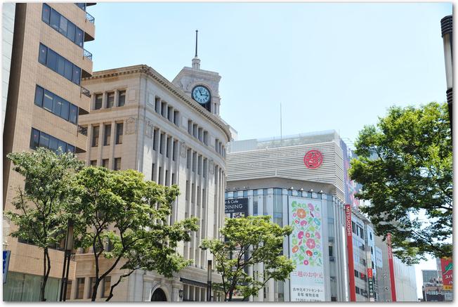 東京銀座の百貨店の外観