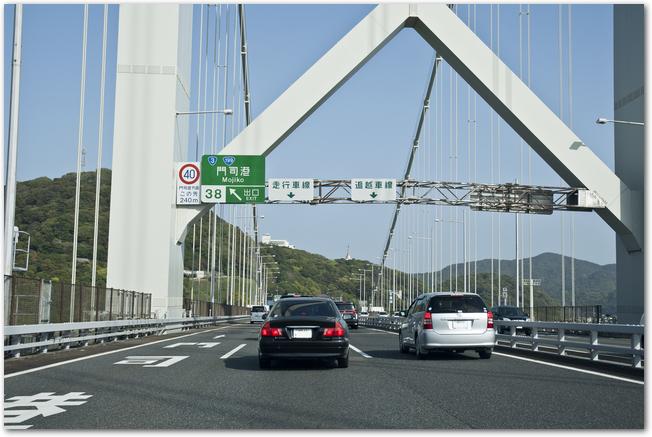 福岡の高速道路を車で走っている様子