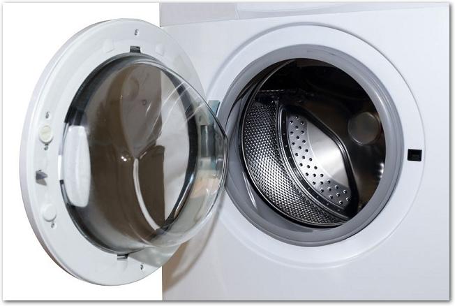 ふたの開いているドラム式洗濯機