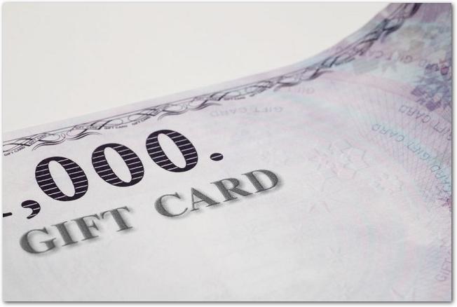 ギフトカードと書かれたギフト券のアップ
